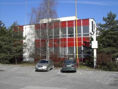 1999, de derde hoofdkantoor van het bedrijf – gehuurde ruimten in het SSE-gebouw in Považská Bystrica